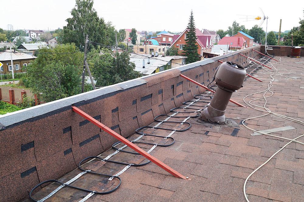 Укладка греющего кабеля на мягкой плоской крыше
